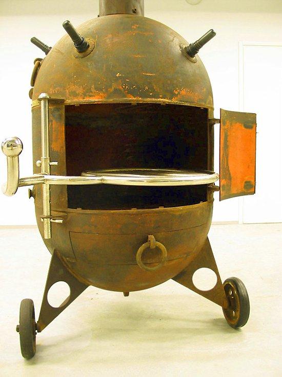 Kominek - grill wykonany z miny morskiej przez Mati Karmin